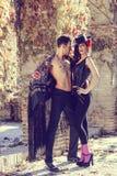 Beaux couples, modèles de mode, vêtements espagnols de port Photographie stock libre de droits
