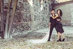 Beaux couples, modèles de mode, vêtements espagnols de port Photographie stock
