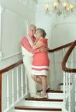 Beaux couples pluss âgé sur des escaliers Images libres de droits