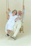 Beaux couples pluss âgé sur l'oscillation Photographie stock libre de droits
