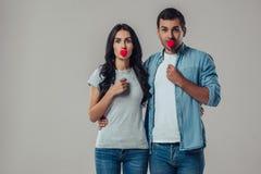 Beaux couples romantiques d'isolement Photographie stock