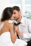 Beaux couples romantiques des amants images stock