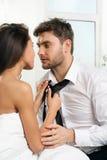 Beaux couples romantiques des amants photos libres de droits