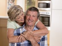 Beaux couples supérieurs de Moyen Âge environ 70 années de h de sourire Images libres de droits