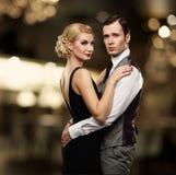Beaux couples sur le fond abstrait Photos stock