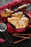 Beaux croissants savoureux avec de la crème Photo libre de droits