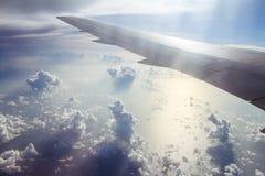 Beaux cumulus d'avion images stock