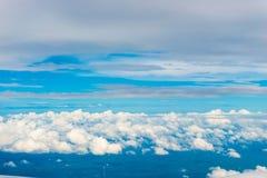 Beaux cumulus et ciel bleu image libre de droits