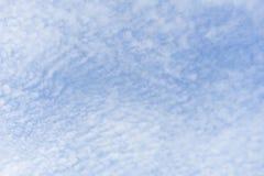 Beaux cumulus et ciel bleu photos libres de droits