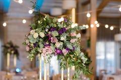 Beaux décor et fleurs à un mariage photos libres de droits