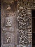Beaux découpages du bois au monastère de Shwenandaw Photos stock