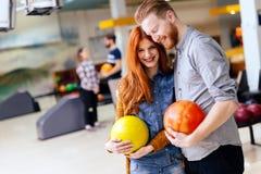 Beaux datation et bowling de couples Images libres de droits