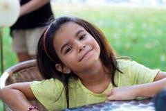 Beaux enfants ayant l'amusement dans le parc Photos stock
