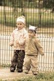 Beaux enfants sur l'arrière-cour Photos stock