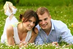 Beaux et heureux baisers de couples Photographie stock libre de droits