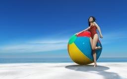 Beaux femme et ballon de plage Photos stock