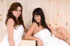 Beaux femmes dans un sauna photographie stock