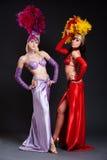 Beaux femmes de cabaret dans des costumes lumineux Images stock