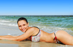 Beaux femmes sur la plage Photographie stock libre de droits