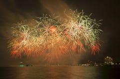 Beaux feux d'artifice dans le ciel Photos libres de droits