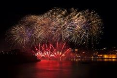 Beaux feux d'artifice dans le festival de feux d'artifice de La Valette, festival de feux d'artifice de Malte, 4 de juillet, Jour Images libres de droits