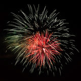 Beaux feux d'artifice rouges blancs de célébration Photographie stock
