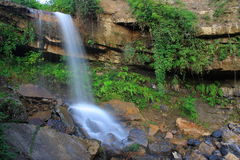 Beaux flots et cascades à écriture ligne par ligne Photo libre de droits