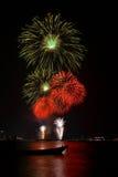Beaux grands feux d'artifice sur la plage Image libre de droits