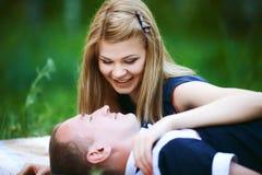 Beaux homme et femme dans la forêt Photographie stock libre de droits