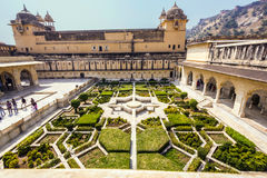 Beaux jardins en Amer Fort, Jaipur Photos stock
