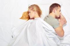 Beaux jeunes couples à la querelle Images libres de droits