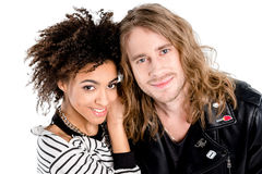 Beaux jeunes couples élégants se tenant ensemble et souriant à l'appareil-photo Photographie stock libre de droits