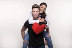 Beaux jeunes couples dans le concept d'amour et de combat Images libres de droits