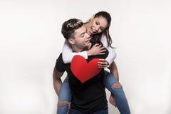 Beaux jeunes couples dans le concept d'amour et de combat Images stock