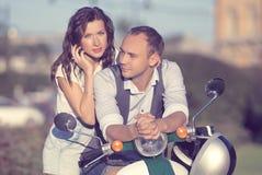 Beaux jeunes couples heureux Photos stock