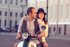 Beaux jeunes couples heureux Images stock