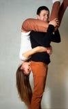 Beaux jeunes couples sur le mouvement Images stock
