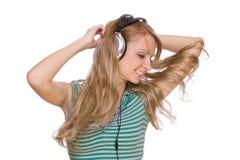 beaux jeunes de femme d'écouteurs Photo libre de droits