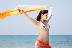 beaux jeunes de fille de plage image libre de droits
