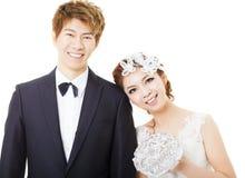Beaux jeunes mariés asiatiques Images stock