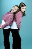 Beaux jumeaux posant dans le studio Image libre de droits