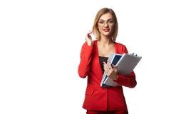 Beaux lunettes de port de sourire de femme d'affaires et dans le r Photographie stock