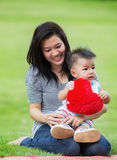 Beaux mère et bébé de l'Asie Images libres de droits