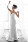 Beaux maquillage et coiffure de mariage de portrait de jeune mariée Photos stock