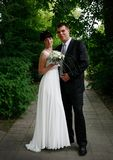 Beaux marié et jeune mariée en Russie photos stock