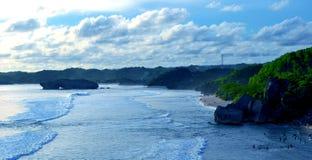 Beaux milieux bleus de plage image libre de droits
