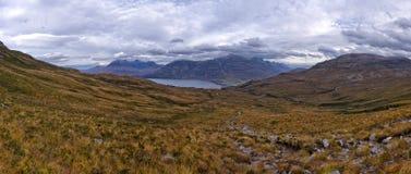 Beaux montagnes et loch Torridon, Ecosse, R-U de Wester Ross Photographie stock libre de droits