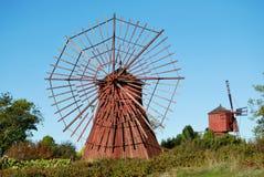 Beaux moulins à vent rouges image stock
