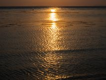 Beaux, multicolores nuages au coucher du soleil photo stock