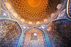 Beaux murs de Sheikh Lotfollah Mosque dans le style persan, Isphahan de l'Iran Conception du 17ème siècle, patrimoine mondial de  image libre de droits